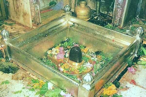 Kashi Vishwanath temple - Top 10 Places to Visit in Varanasi