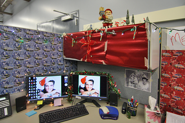 Christmas Office Cubical Decorating Idea