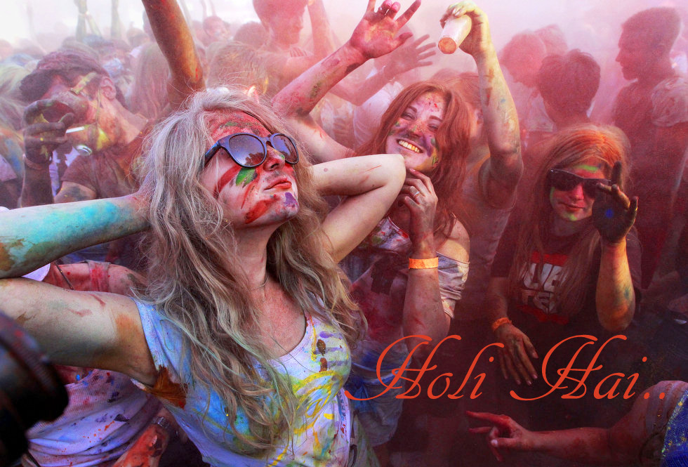 Girls Playing in Holi Photos Images