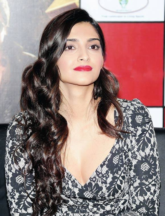 Sonam Kapoor SImple and Classic look