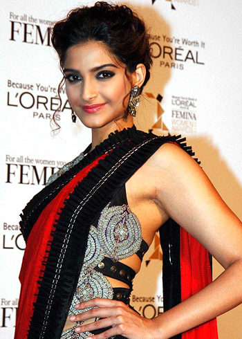 Sonam looking Stunning in Black Saree