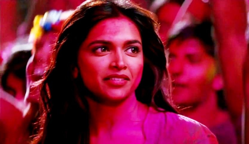 deepika playing holi pic