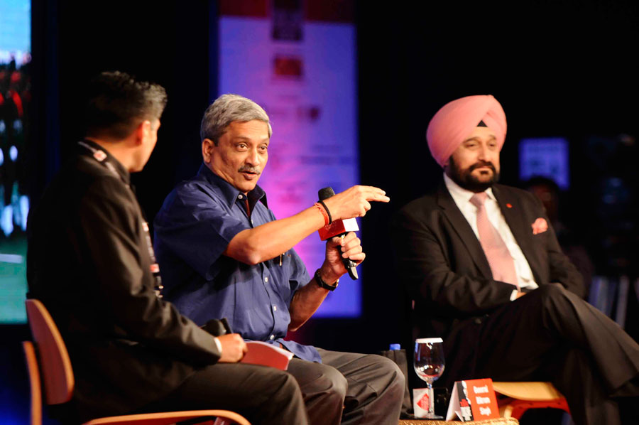 Manohar Parrikar & General Bikram Singh During Conclave Coversaion