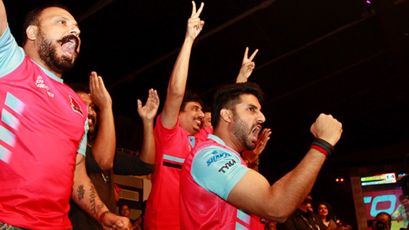 Abhishek Bachchan Supporting Jaipur Pink Panthers