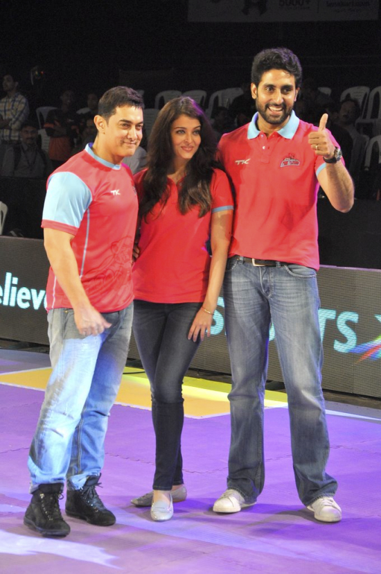 Amir Khan, Aishwarya and Abhishek Bachchan at ProKabaddi Pink Panthers