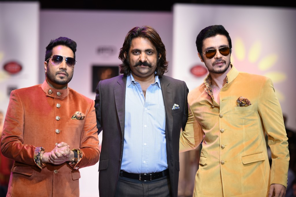 Singer Mika Singh & Darshan Kumar at India Runway Week