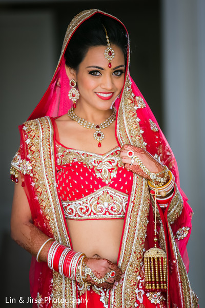 Indian Wedding Poses For Brides