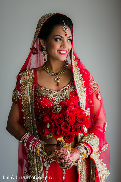 Latest Poses for Indian Bride - Wedding Day Photoshoot