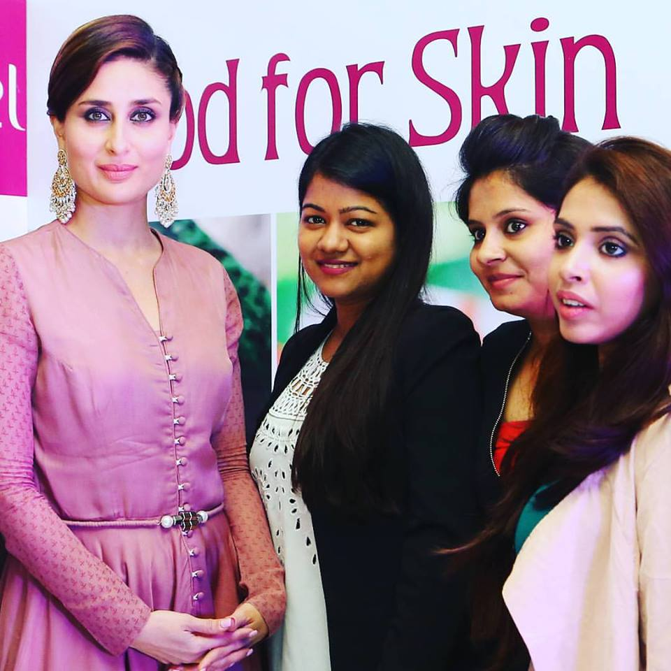 Spot me Yogita Aggarwal with Kareena Kapoor Khan & Other Bloggers