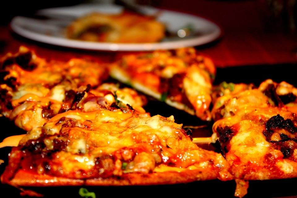 Yumy Pizza serving at FIlmy Bar Delhi