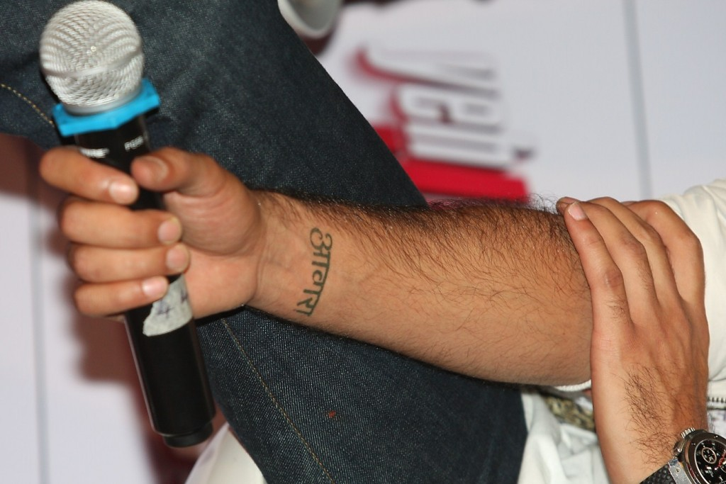 Ranbir Kapoor flaunting his AWAARA tattoo