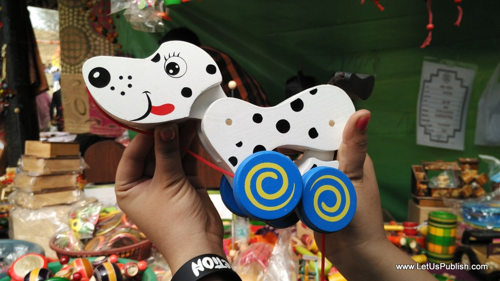 Cute Dog Toy Art work- Surajkund Mela Pictures 2016.jpg