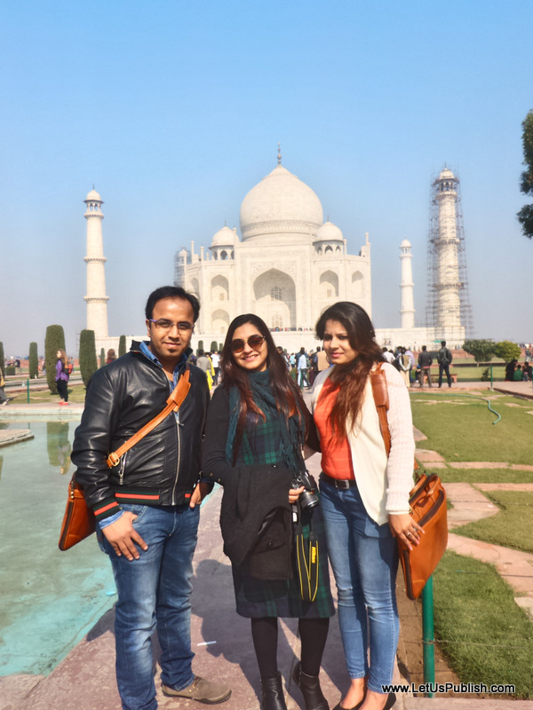 Delhi Bloggers at Taj Mahal