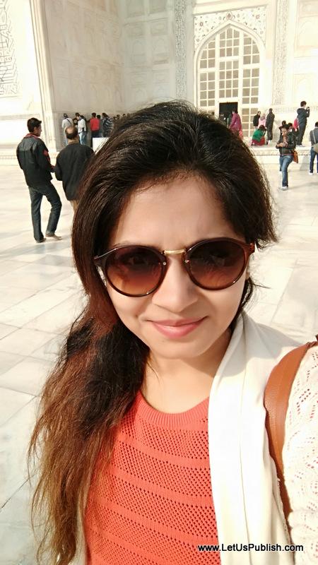 Selfie Love at Taj Mahal