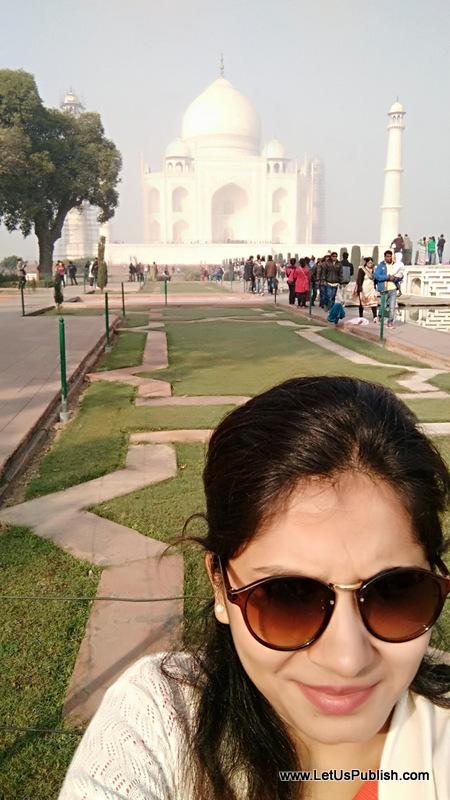 Yogita Aggarwal, Selfie with Taj Mahal