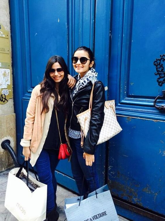 Alia Bhatt with sister Shaheen Bhatt Bollyood Siblings