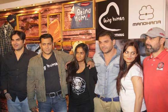 Salman Khan with Arbaaz, Sohail, Alvira and Arpita Bollywood Siblings