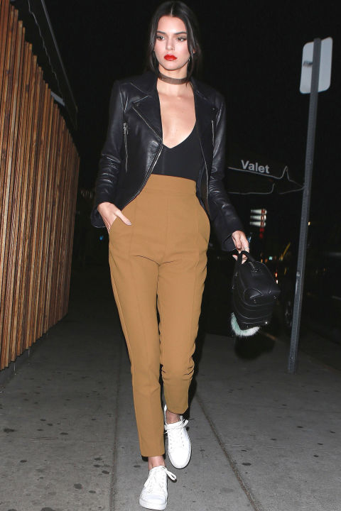 Scoop neck and leather jacket - Kendall Jenner street style