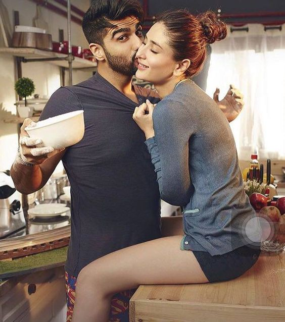 Arjun kapoor and Kareena romancing together in ki and Ka