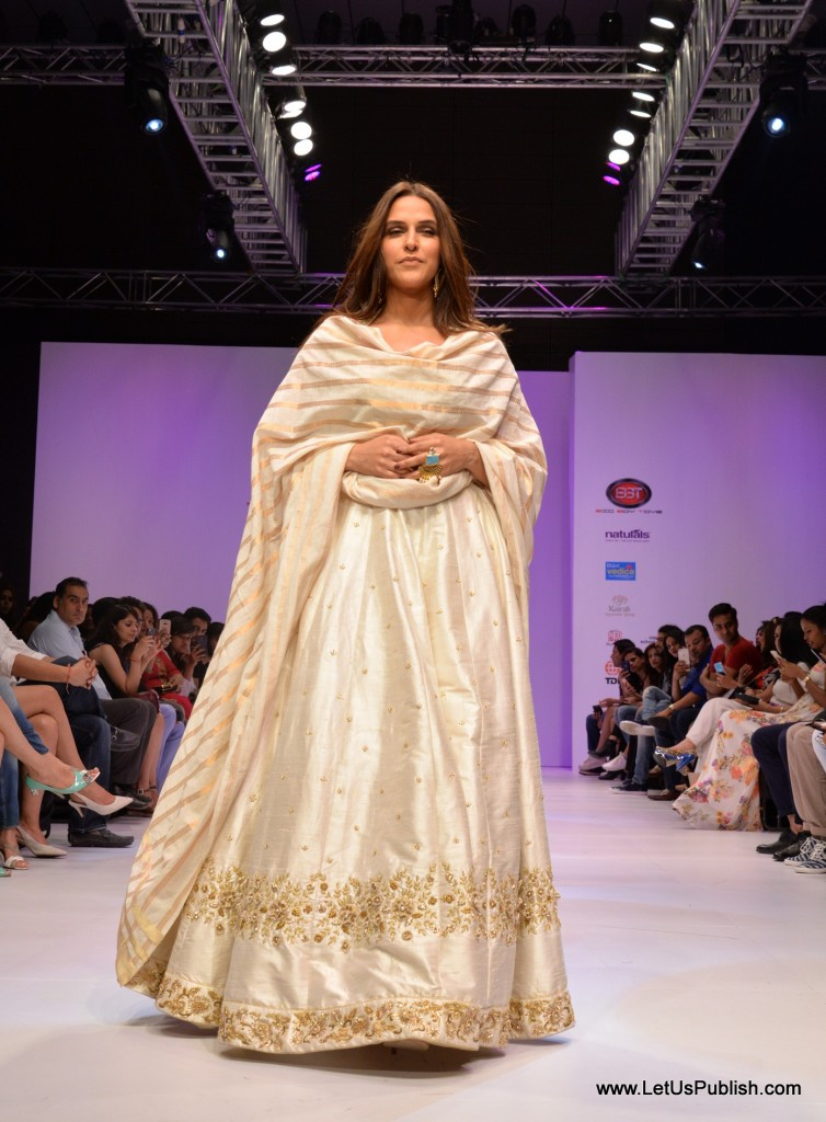 Actress Neha Dhupia Walked the ramp for Mugdha Art Studio 1