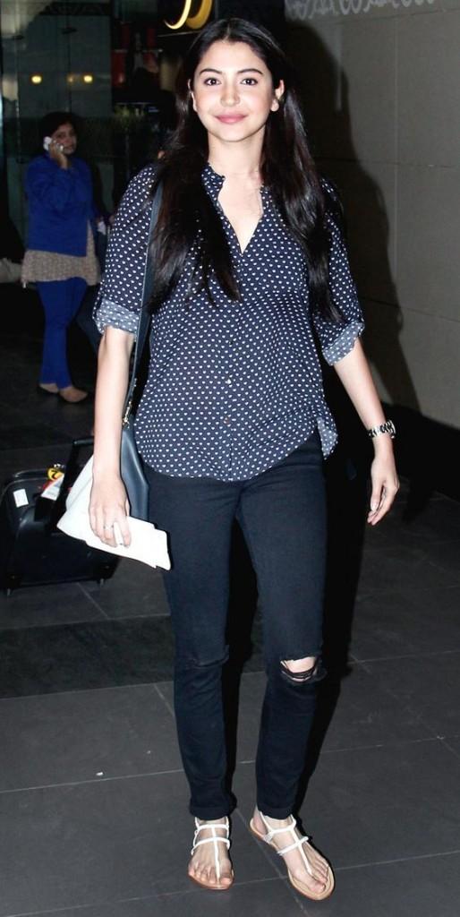 Anushka Sharma No MakeUp Airport Pic
