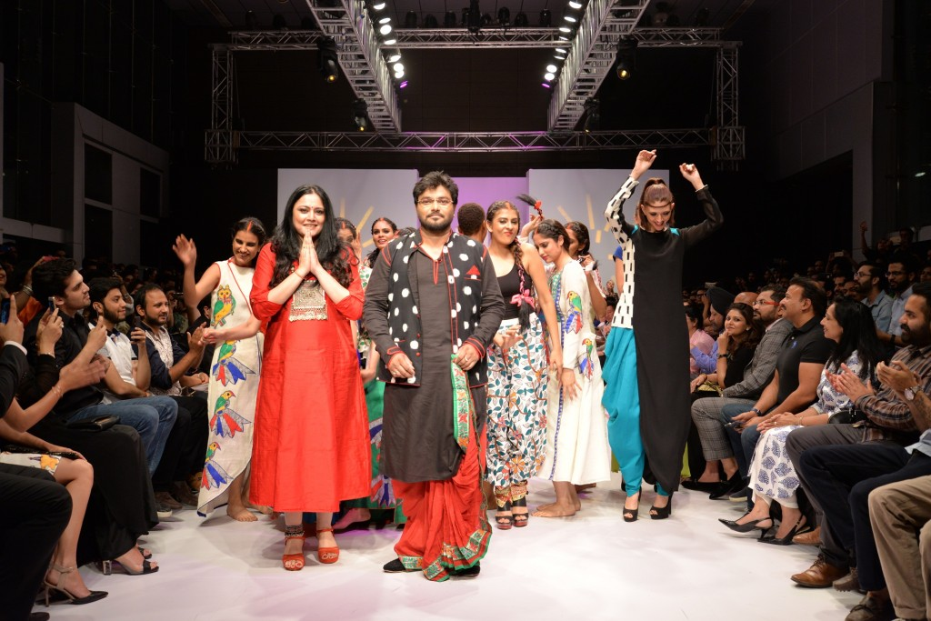 Babul Supriyo Union minister & BJP MP from West Bengal's Asansol walked the ramp for designer Agni Mitra Paul. 1`