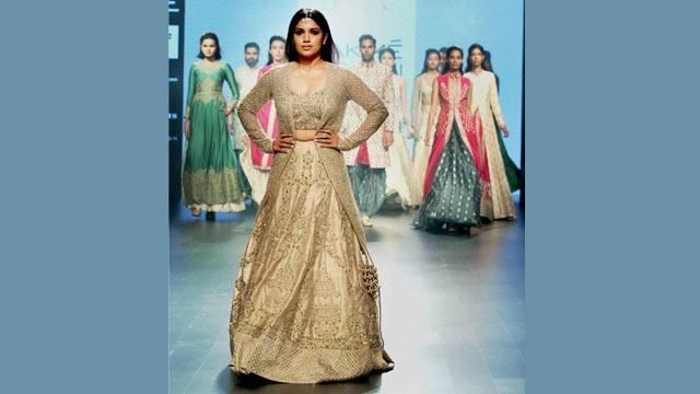 Bhumi Padnekar in Sonam and Paras at LFW 2016