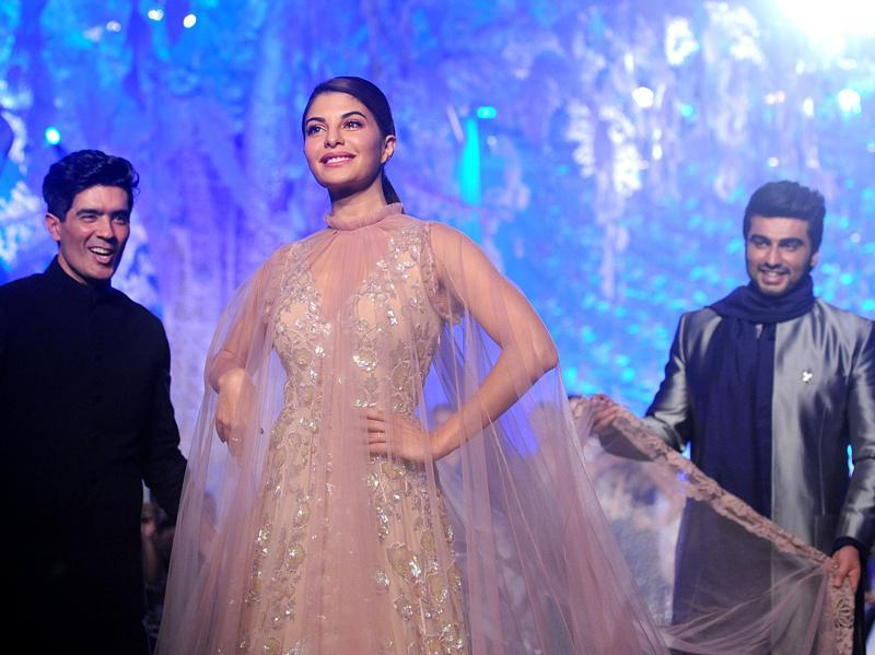 Jacqueline Fernandez Beautiful Pictures from LFW2016