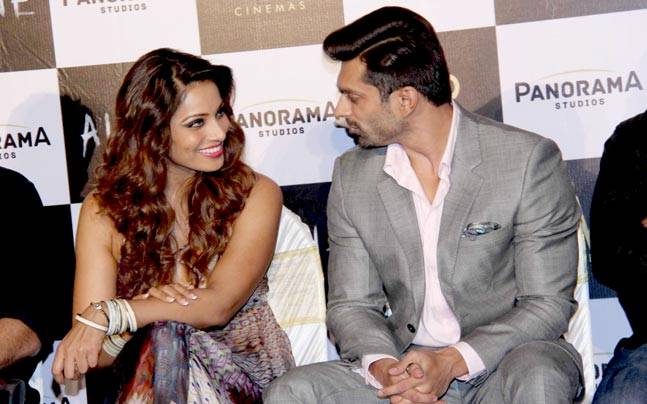 Love couple Bipasha Basu and Karan Singh Grover