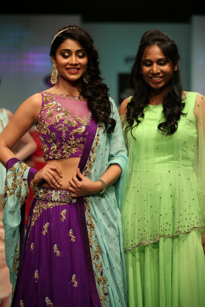 shriya Saran walked the ramp for Designer Architha Narayanam 3