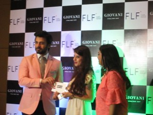 Fawad Khan honoring the winners