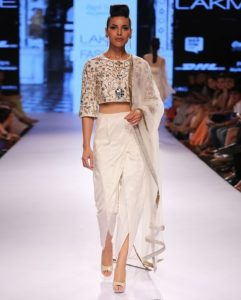 How to style crop top with dhoti pants