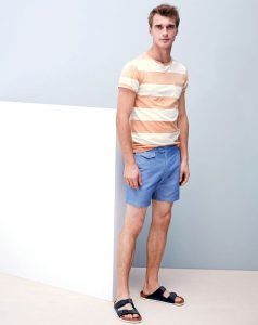 Men striped tee with shorts for casual wear