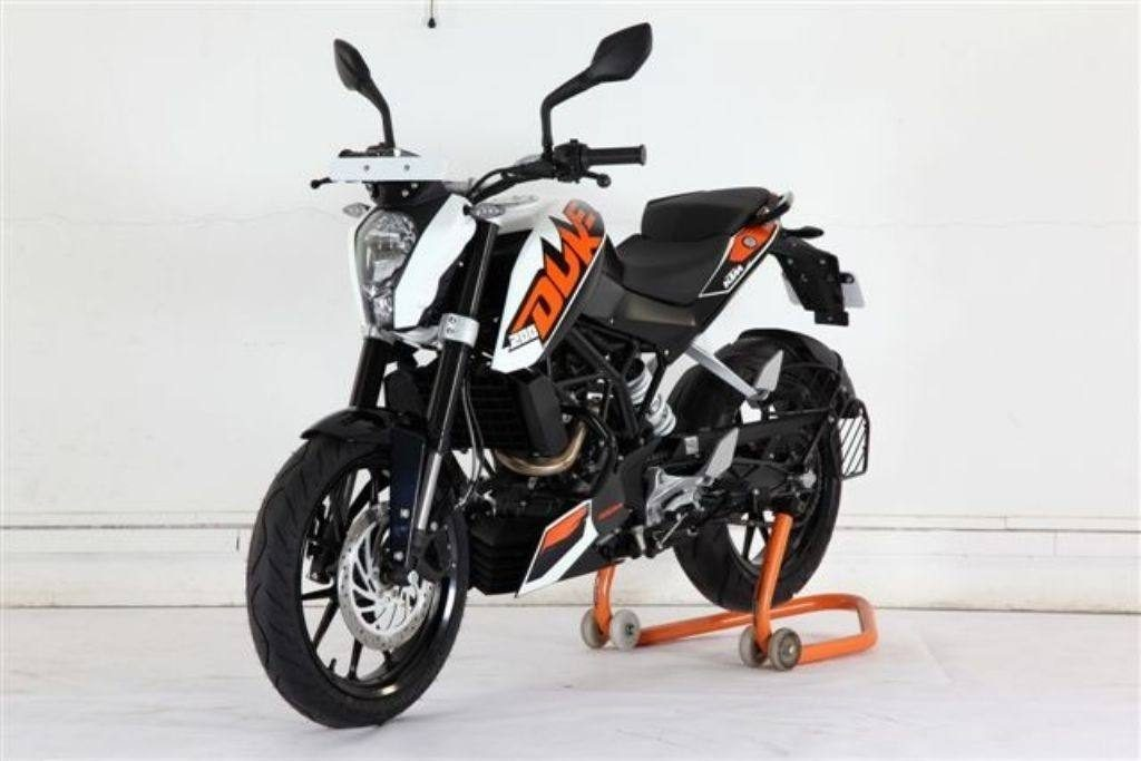 KTM Duke 200 - Best Bikes under Rs 1.5 Lakhs India