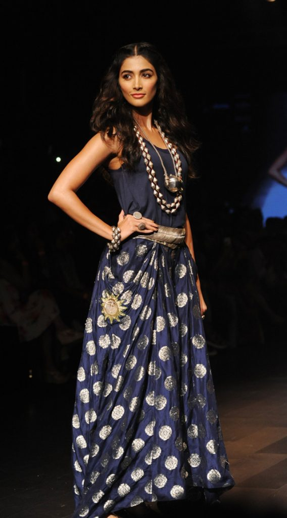 Indian Bollywood actress Pooja Hegde showcases a creation by designer Amoh during the Lakme Fashion Week (LFW) Winter/Festive 2016 in Mumbai on August 28, 2016. / AFP / Sujit JAISWAL