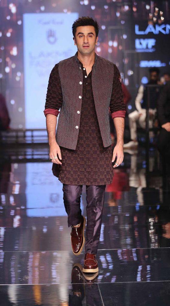 Ranbir-Kapoor-Kunal-Rawal-showstopper-lakme-fashion-week-LFW-winter-festive-2016-bollywood-celeb