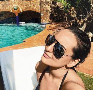 Sonakshi sinha selfie during her trips