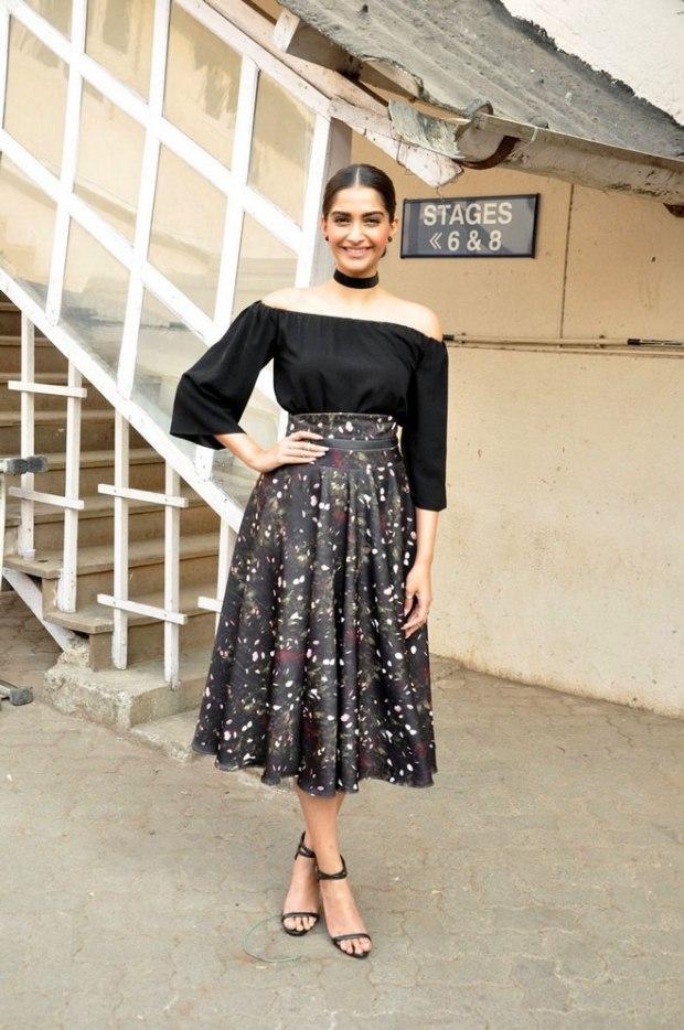 Sonam Kapoor in choker trend