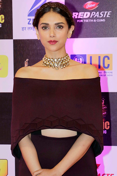 aditi-rao-hydari-in-fancy choker necklace