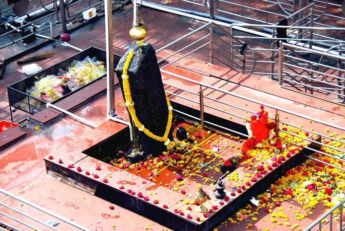 Shri Shani Shingapur - ( Famous Indian Temple)