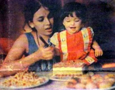 aishwarya-rai-baby-and-childhood-pictures-cutting-cake-as-a-baby
