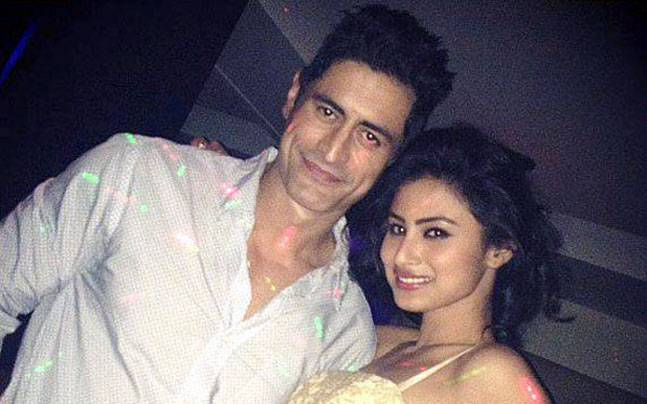 mouni-roy-with-boyfriend-and-mohit