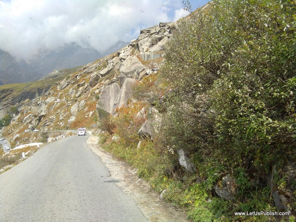 natural-road-side-beauty-manali-pics