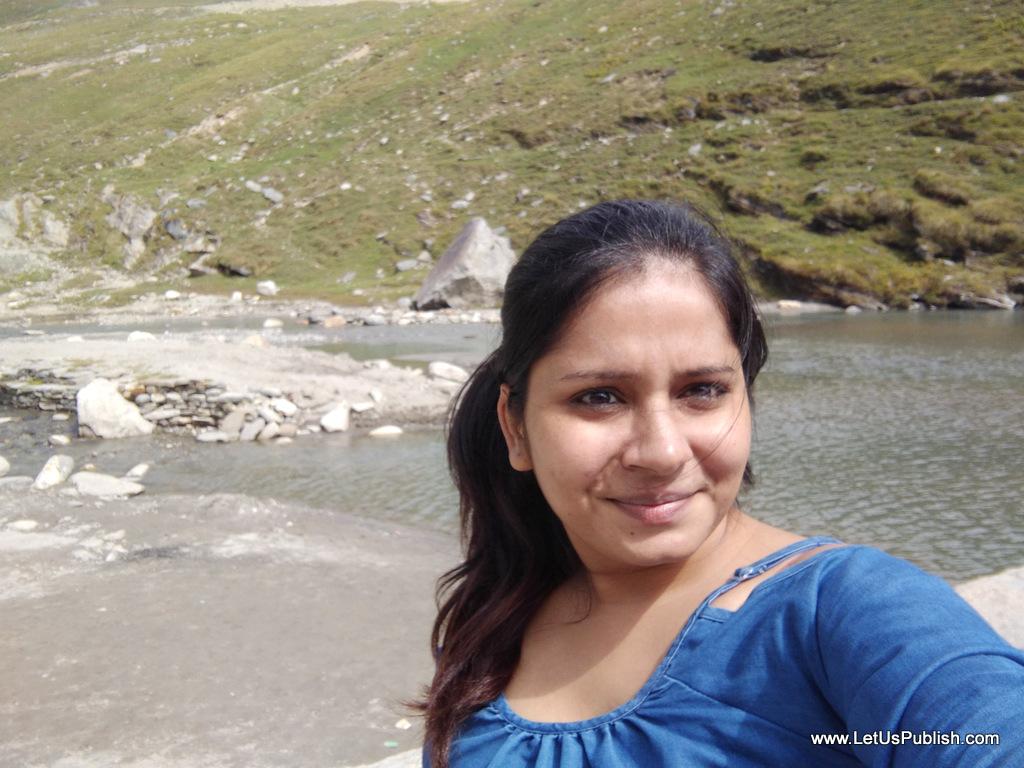 vivo-y55l-selfie-on-the-way-to-rohtang-pass-yogita-aggarwal-travel-blogger