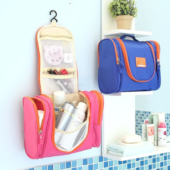toiletries-bag-for-travelers