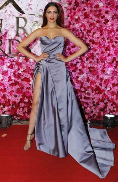deepika-padukone-in-thigh-high-rise-slit-gown
