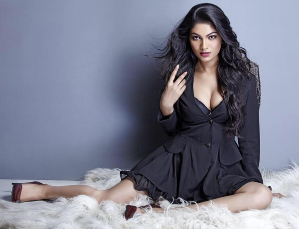 Dusky beauty queen Lopamudra Raut hot pic