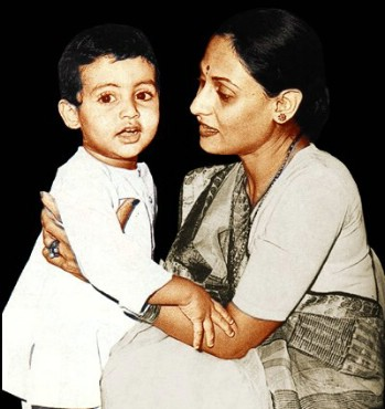 abhishek-bachchan-with-mom