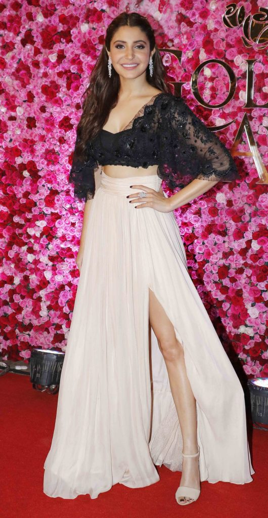 anushka-sharma-in-thigh-high-slit-gown