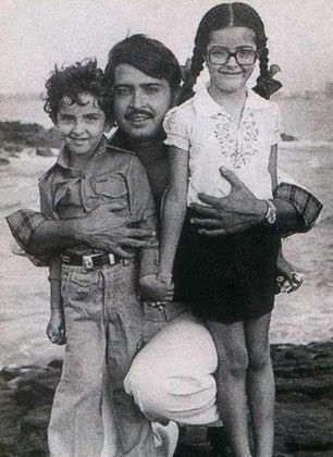 hrithik-roshan-chilhdhood-with-dad-and-sister